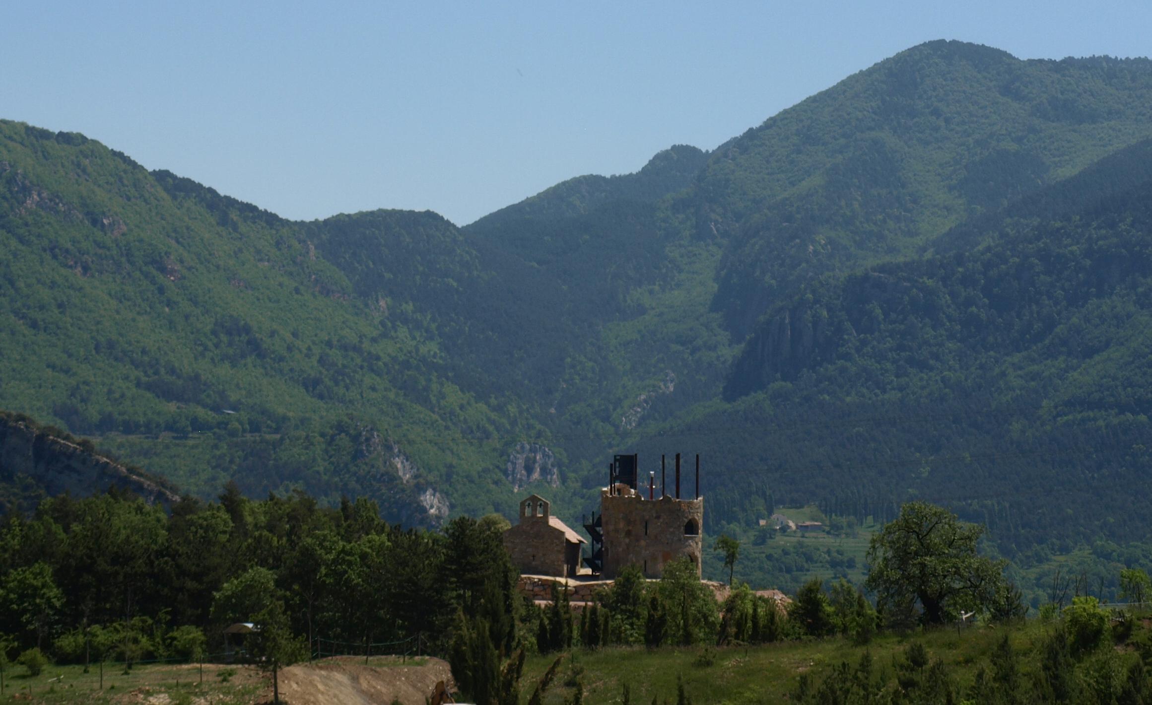 Vista de la Torre del Moro y de la Ermita de Sant Llorenç
